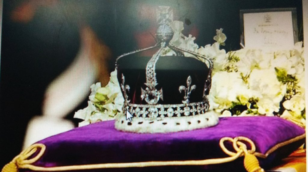 Queen Elizabeth II wearing Kohinoor Diamond studded crown